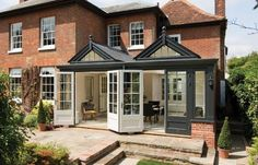 Garden Room : Classic style conservatory by Westbury Garden Rooms
