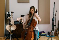 "---""Although the cello is Hildur Guðnadóttir's main instrument, her current project is far from traditional: composing a piece for robots in which the strings play themselves"" - Freunde von Freunden"