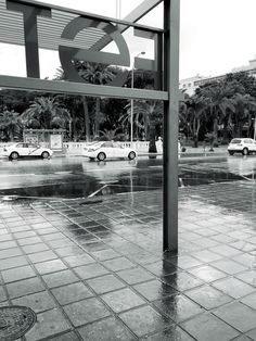 Fragmentos de la urbe 20. #design #graphicdesign #diseñografico #diseño #streetphotography #fotografiadelacalle #picoftheday #fotodeldia #matostudiodesign @matostudio #blackandwhitephotography #blancoynegro #photoshoot https://www.facebook.com/MatostudioDesign/