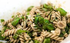 Pastasalat med pesto - http://vegetarsnadder.no/pastasalat-med-pesto/