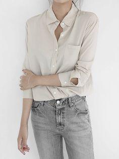 Weil einfach einfach einfach ist: Bluse und Jeans. Shop the Look: https://sturbock.me/QsO