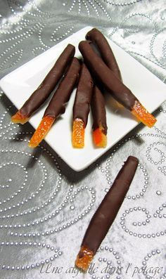 recipe of chocolate orangettes … - DIY Christmas Cookies Gourmet Gifts, Gourmet Recipes, Sweet Recipes, Candied Fruit, Orange Recipes, Köstliche Desserts, No Cook Meals, Chocolate Recipes, Sweet Treats