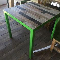Everything is possible! Onze stalen onderstellen kunnen in bijna iedere kleur worden gecoat, bijvoorbeeld GROEN!! Mooi in combinatie met een houten blad.     - #staal #stalen #onderstel #frame #blad #tafel #hout #sloophout #eiken #douglas #oudhout #stoer #industrieel #interieur #meubel