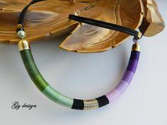 Verde púrpura comunicado hilo collar hecho a mano hilo cuerda envuelta collar primavera collar verano collar gargantilla / collar del tubo