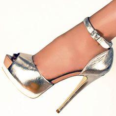 Sandalia alta BERS de ALDO con correa al tobillo