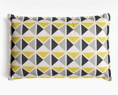 Coussin déco 1930 jaune, gris, noir par Mademoiselle Dimanche... Graphique et moderne, j'adore... Deco Retro, Drupal, Cushions, Pillows, Cushion Fabric, Home Living, Home Textile, Sweet Home, Textiles