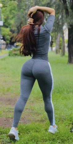this is my choiceof physical figure Yoga Pants Girls, Girls Jeans, Belle Nana, Vaquera Sexy, Sexy Jeans, White Girls, Swagg, Gorgeous Women, Sexy Women