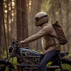 Terrific style from new Canadian workshop Federal Moto—a gorgeous custom Honda CB360 put together for $6,000 all up. Love the @Biltwell Inc. headgear too.