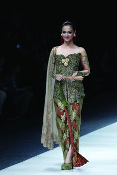 Model Kebaya Anne Avantie Model kebaya brokat anne