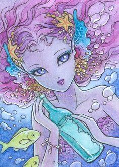 Edición abierta ACEO Print - deseo de sirena - gran ojo sirena sosteniendo una botella con mensaje dentro - Fantasy Art por Mitzi Sato-Wiuff