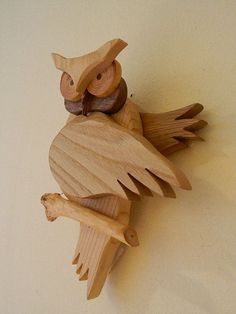 3 Fun And Easy DIY Woodworking Projects That You Can Complete This Weekend Wooden Owl, Wooden Crafts, Scroll Saw Patterns, Wood Patterns, Owl Crafts, Diy And Crafts, Easy Woodworking Projects, Wood Projects, Wood Animal