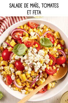 Fraîche et croquante, cette salade de maïs, tomates et feta est le plat d'accompagnement idéal pour mettre du soleil dans votre assiette!