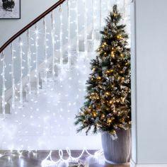 weihnachtlich Treppengeländer dekorieren led lichterkette weißes licht modern christbaum #weihnachtsdeko #ideas #christmas #christmasdecoration
