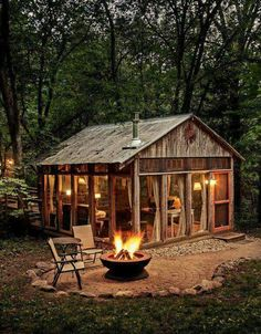 70 Fantastic Small Log Cabin Homes Design Ideas - House Architecture Small Log Cabin, Tiny Cabins, Little Cabin, Log Cabin Homes, Cabins And Cottages, Cozy Cabin, Modern Cabins, Guest Cabin, Small Modern Cabin