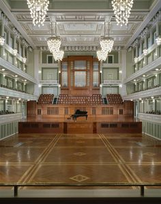 This 1900-seat hall is home to the Nashville Symphony and occupies an entire downtown block of Nashville's Gateway/SoBro neighborhood. Design leaned to a timeless, Neo-Classical style, yet reflect its time and age. The resulting design is a balance of classicism and contemporary style. The floor converts from flat to raked seating!   Designed by David M Schwarz Architects