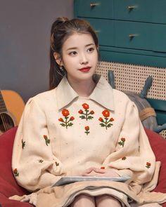 Kpop Girl Groups, Kpop Girls, Korean Celebrities, Celebs, Korean Wedding, Iu Fashion, Famous Singers, Girl Photo Poses, Korean Actresses