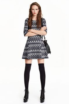 Jersey dress: Short jersey dress with details in a contrasting colour, an opening with a button at the back of the neck, 3/4-length sleeves, a seam at the waist and a flared skirt.