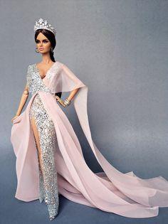 Miss Beauty Doll Brazil 2018 (Grace Panisara) Barbie Gowns, Doll Clothes Barbie, Barbie Dress, Doll Dresses, Fashion Royalty Dolls, Fashion Dolls, Couture Dresses, Fashion Dresses, Barbie Fashionista Dolls