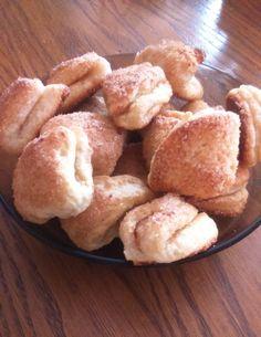 250 g túró, néhány hozzávaló és már készülhet is ez az egyszerű és káprázatos sütemény! - Bidista.com - A TippLista! French Toast, Muffin, Sweets, Breakfast, Food, Raffaello, Morning Coffee, Good Stocking Stuffers, Candy