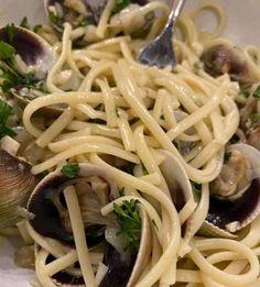 Linguine with Clams (Vongole) - Kai Gourmet Linguini And Clams Recipe, Linguine And Clams, Clam Recipes, Fresh Lemon Juice, Food Print, Kai, Foodies, Seafood, Favorite Recipes