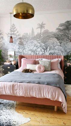 Glam Bedroom, Master Bedroom, Pink Bedroom Walls, Velvet Bedroom, Bedroom Chest, Modern Bedroom Decor, Bedroom Wallpaper, Estilo Hollywood Regency, Interior Design Trends