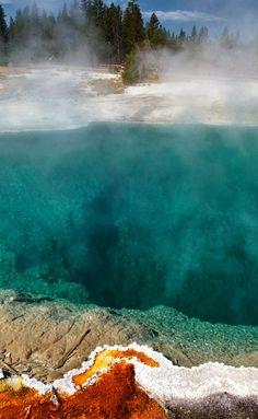 Black Pool. West Thumb Geyser Basin, Yellowstone National Park, Wyoming, USA.