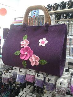 Keçe çanta (felt bag) ....Çantamız tamamen el emeğiyle yapılmış olup içi astarlıdır.....