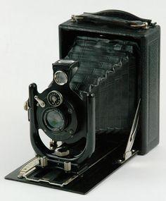 Voigtlander Vag 1926 9 x 12 Antique Cameras, Old Cameras, Vintage Cameras, Vintage Polaroid Camera, Retro Camera, Photography Camera, Vintage Photography, Folding Camera, Classic Camera