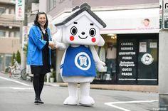 Who is this ? Oh! Its name is Shichimaru kun.  You can meet him at ikebukuro Pawnshop Festival in sunshine city 6/24~26 (10:00~19:00)  #japankuru #japan #cooljapan #tokyo #otsuka #ikebukuro #100tokyo #pawnshop #brand #sunshinecity #shopping #LV #Chanel #日本酷樂 #二手精品 #池袋 #購物 #오오츠카 #중고브랜드품 #시치마루군 #이케부쿠로