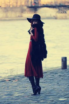 Fashion blogger Louise from misspandora in Alaïa boots