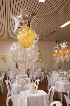 Máscara de Balões Arranjo de balões para mesa de convidados Festa no DRE de Campo Limpo - Baile de Máscaras  Crédito: Painel, Arcos e Máscaras: L's Balões Arranjos de Mesa e Arranjos de chá: Balão Cultura #bailedemascara #balaocultura #balãocultura #arranjodebaloes #bouquetdebalões #bailedemascara #festademascara #iloveballoon #qualatex #decoracaodeanonovo #anonovo #newyearballoon #ClubeAtléticoIndiano #mascaradebaloes #máscaradebalões