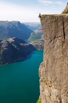 Preikestolen: la última frontera - Fiordos noruegos: naturaleza y paisajes exuberantes