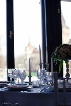 Egyszerűen imádtuk! Dísztermünk klasszikus stílusa, az elegáns dekoráció és a varázslatos panoráma a Vajdahunyad várára tökéletes elegyet alkot <3   Ha Te is ilyen esküvői helyszínről, esküvőről álmodozol, kattints és ismerd meg a Dísztermet, Budapest legromantikusabb esküvői helyszínét :) Ale, Candles, Ale Beer, Candy, Candle Sticks, Ales, Candle, Beer