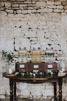 bar à limonade - rondin de bois - citron - menthe - thé - bougies - cloche en verre - gravure sur bois - table en bois - orange