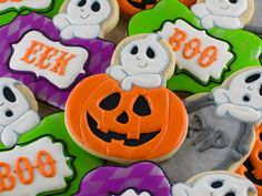 A tutorial on how to add a ghost to any #Halloween cookie by Semi Sweet Designs #halloweencookies