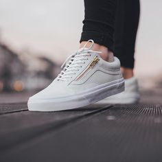 95d6ffa1e9835e vans old skool zip white