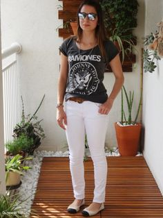 Calça branca e ramones