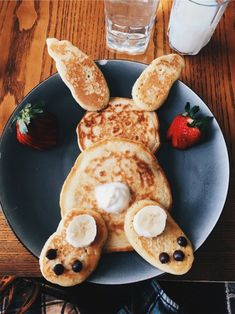 Pancakes Bunny Pancakes,Bunny Pancakes, Impressive Latte And It's Too Cute To Gefüllte Eier zu Ostern für ein leckeres Osterbrunch. Easter Recipes, Baby Food Recipes, Holiday Recipes, Party Recipes, Easy Easter Desserts, Spring Recipes, Healthy Recipes, Cute Food, Good Food