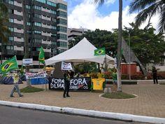 Manifestantes permanecem acampados na Praça Gogó da Ema, em Maceió, em ato contra o governo do PT (Foto: Waldson Costa/G1)