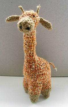 This giraffe is so cute! In a lumpy yarn like this! Free pattern.
