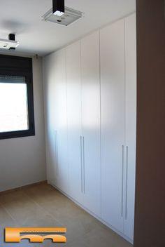 Frente de armario lacado en blanco de 3 puertas abatibles - Armarios lacados en blanco ...