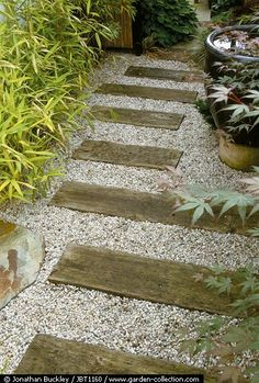 This design ideas are excellent for creating beautiful garden paths that agree with your landscape. Almost all of these examples are simple to create and would work nicely in nearly any garden design. I'm speaking about garden paths. Gravel Landscaping, Gravel Path, Front Yard Landscaping, Landscaping Ideas, Landscaping With River Rock, Gravel Garden, Pea Gravel, Water Garden, Beach Gardens