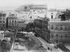Piazza Venezia 1901 a sinistra demolizione palazzo Torlonia. Best Cities In Europe, Roman History, War Photography, Roman Empire, Old Photos, Places To See, Rome, Street View, Italy