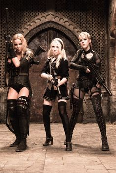 Sweet Pea (Abbie Cornish), Babydoll (Emily Browning) and Rocket (Jena Malone) in Sucker Punch. Mode Steampunk, Steampunk Fashion, Guerrero Ninja, Abbie Cornish, Emily Browning, Suckers, Celebs, Celebrities, Dieselpunk