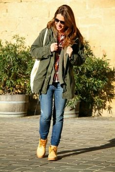 Las botas montañeras se han convertido en una pieza clave para tus #outfit más casual. #fashion