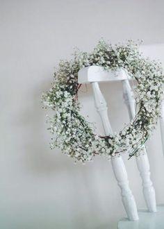 gypsophila wreath - me & orla on A Quiet Style Diy Spring Wreath, Diy Wreath, Wreath Making, Xmas Wreaths, Floral Wreaths, Theme Nature, Hair Decorations, Floral Headpiece, Gypsophila
