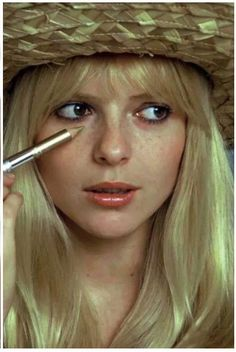 France Gall is a French yé-yé singer, born in Paris on 9 October She was a legendary French pop star who transformed herself from a s. Bardot Bangs, French Icons, French Pop, French Style, Star Francaise, Francoise Hardy, Sixties Fashion, French Beauty, Vintage Beauty