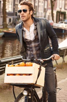 A jacket based on washed out jeans, an opened shirt with checks - for a casual  look of the young.