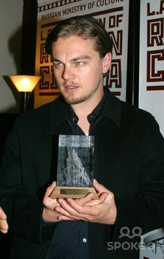 -russian International Film Festival Awarding Leonardo Dicaprio the Prestigious Tower Award For His Contribution to World Cinema Arclight Hollywood, Hollywood, CA 04/20/2003 Photo by Clinton H Wallace / Ipol / Globe Photos Inc 2003 Leonardo Dicap
