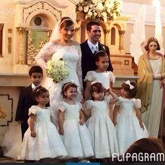 Lindas princesinhas @lorenaroriz com @thometania encantando a todos #amooquefaco #brilhonoolhar #damascasadehonra #daminhas